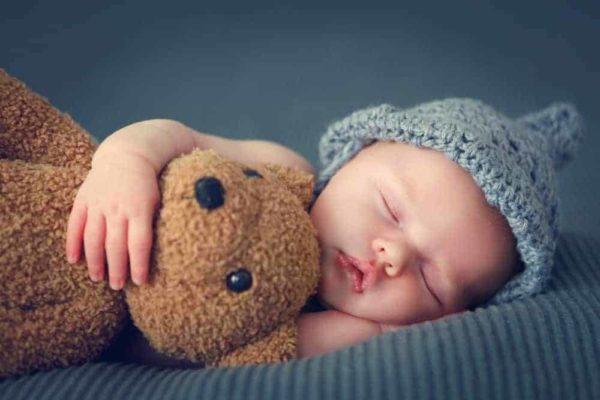 chăm sóc trẻ sơ sinh khó ngủ