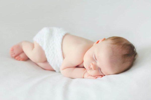 Mẹ làm gì khi trẻ sơ sinh khó ngủ?