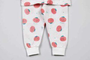 Bộ quần áo trẻ em nhập khẩu Hàn Quốc họa tiết cà chua ngộ nghĩnh. Sản phẩm đã đượcshop Góc Bé Yêunhập khẩu USA