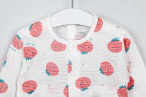 Bộ quần áo trẻ em nhập khẩu Hàn Quốc họa tiết cà chua ngộ nghĩnh. Sản phẩm đã đượcshop Góc Bé Yêunhập khẩu cao cấp