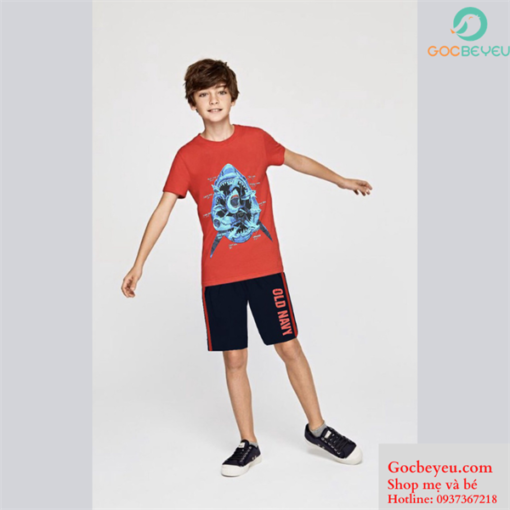 Bộ quần áo bé trai 11 tuổi hoa tiết cá mập màu đỏ